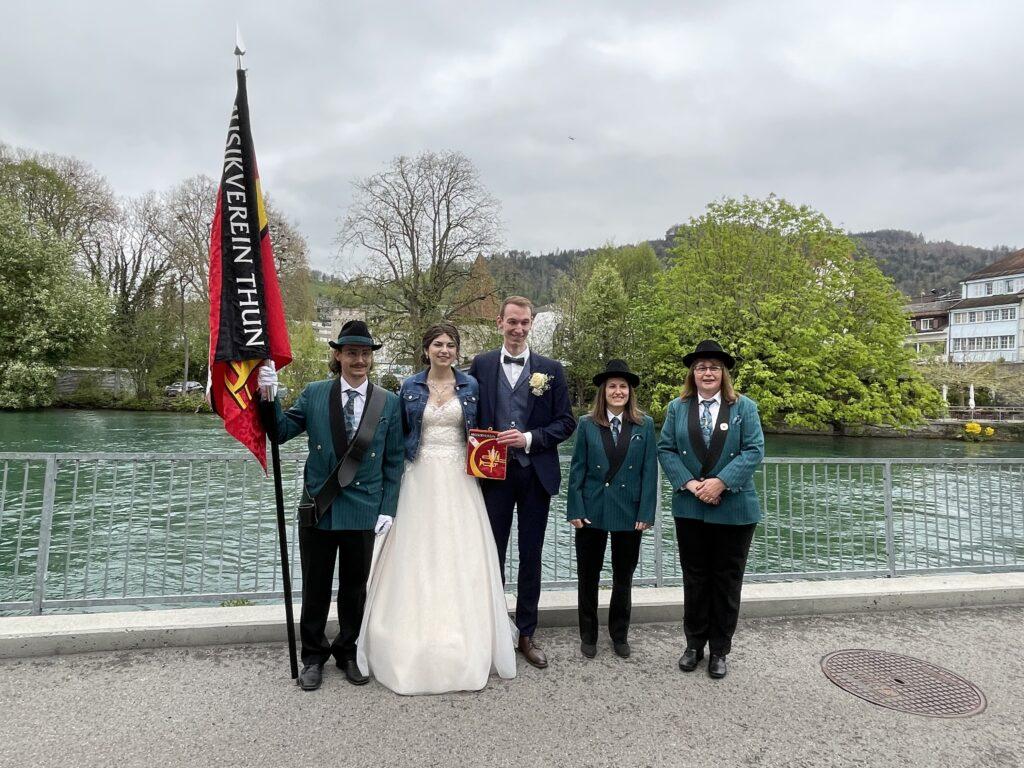 Hochzeitspaar und MVT Vertretung