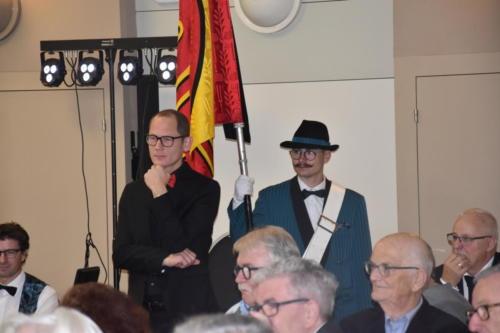 Dirigent und Fähnrich